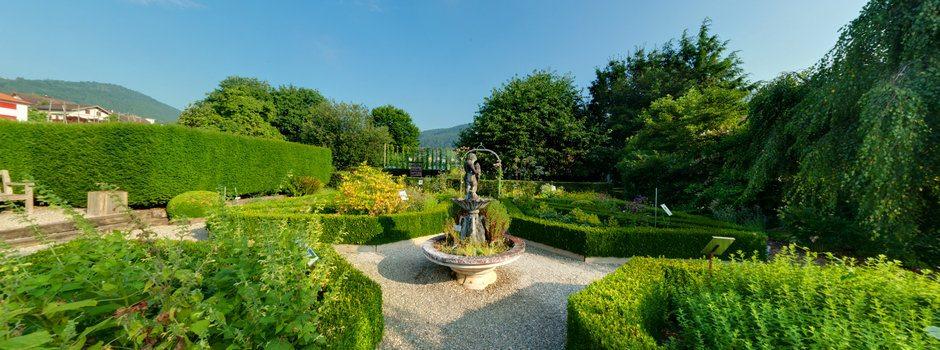 Romantischer Kräutergarten